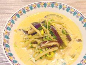 茄子とモヤシのピリ辛豆乳麺