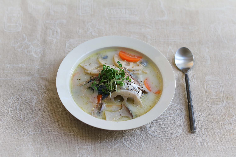 さば缶の和風豆乳スープ